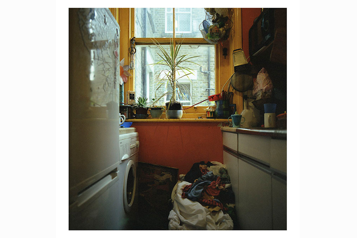photographic research in a abandoned household interiors 01 by Debora Marcati