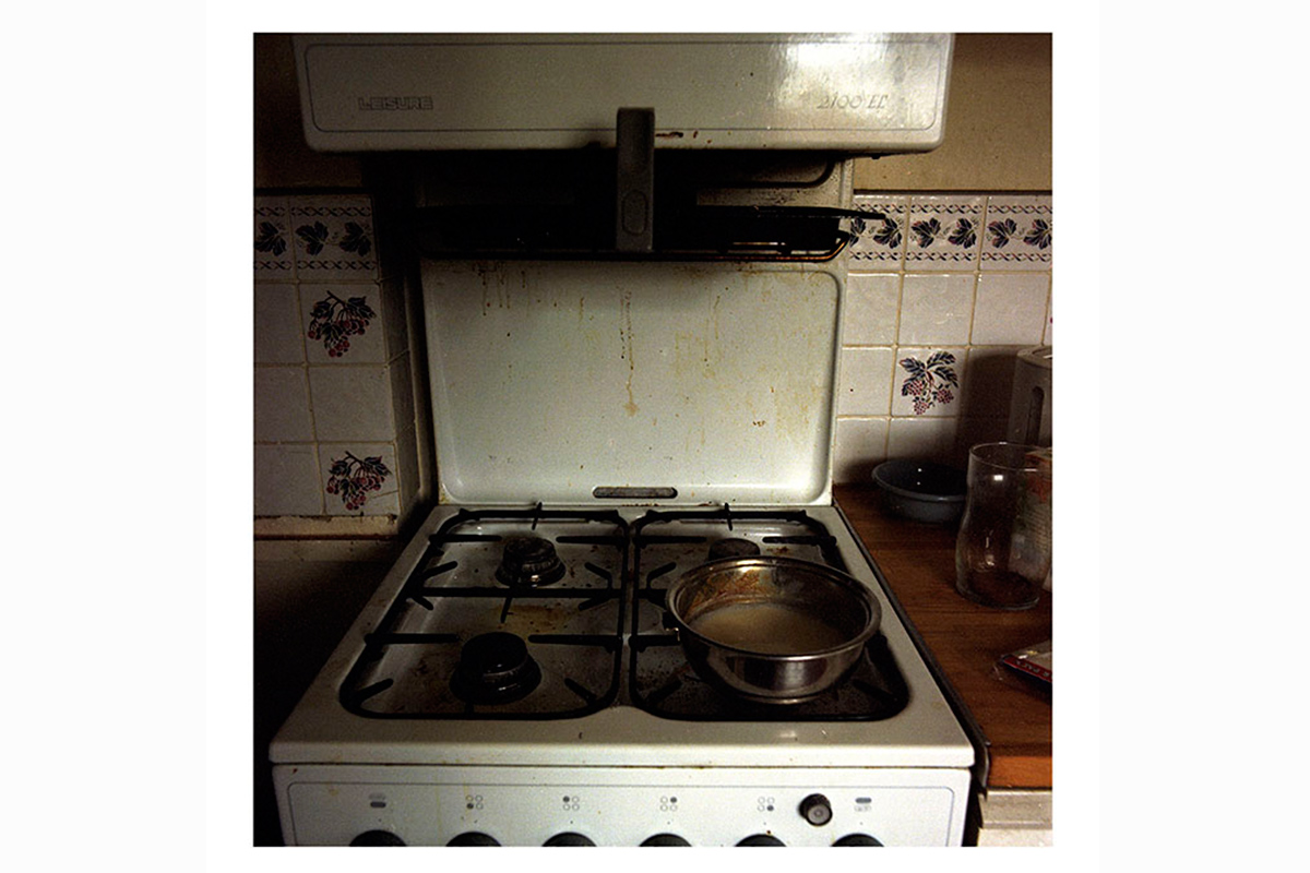 photographic research in a abandoned household interiors 03 by Debora Marcati