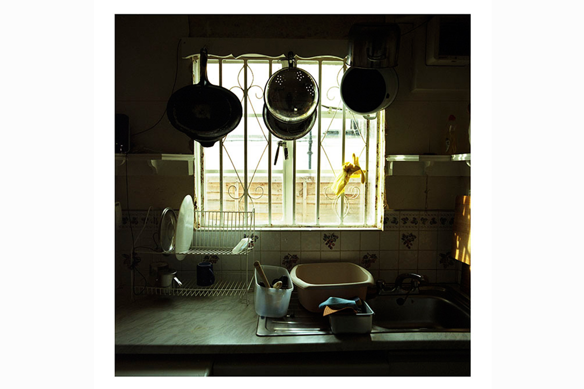 photographic research in a abandoned household interiors 04 by Debora Marcati
